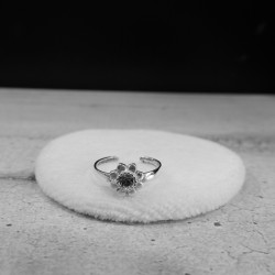 TOESR0005  CLEAR CZ CARVED...