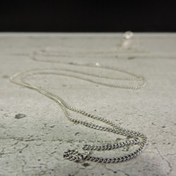 SCH28    silver chain...