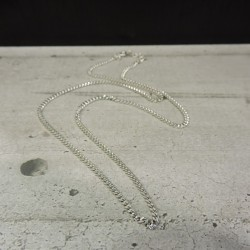 SCH37    silver chain...