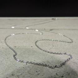 SCH47    silver chain...